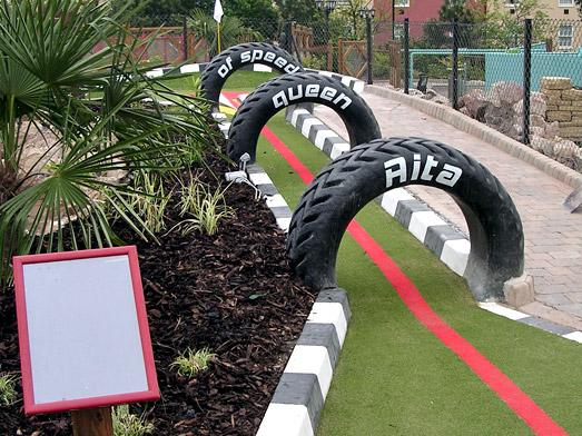 Création d'un parcours de minigolf dans un parc d'attraction
